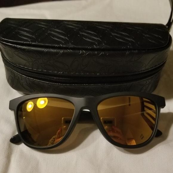 3177f03f842 Oakley women s moonlight polarized sunglasses. M 5b0795838af1c5ac45e7d3a8